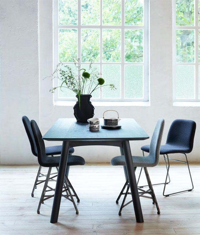 Breeze table in black